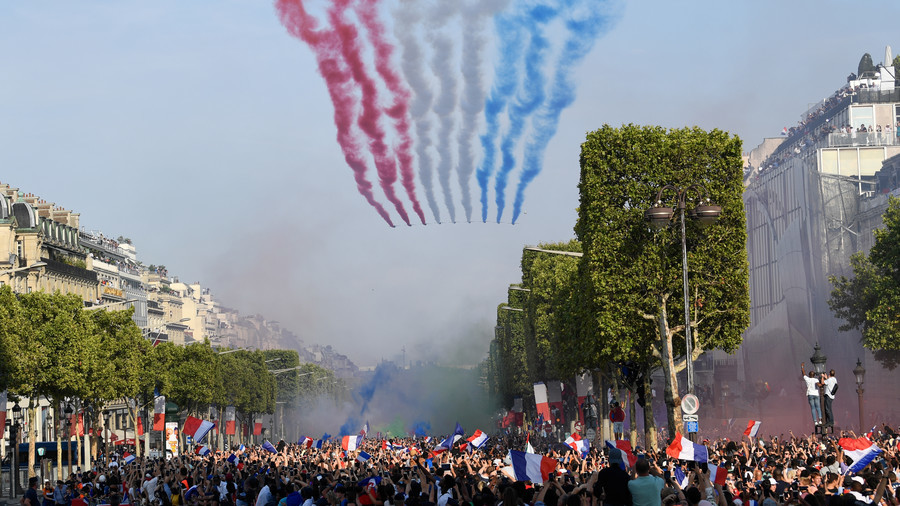 'Absolutely incredible': Elated Parisians extend heroes' welcome to World Cup victors (VIDEO)