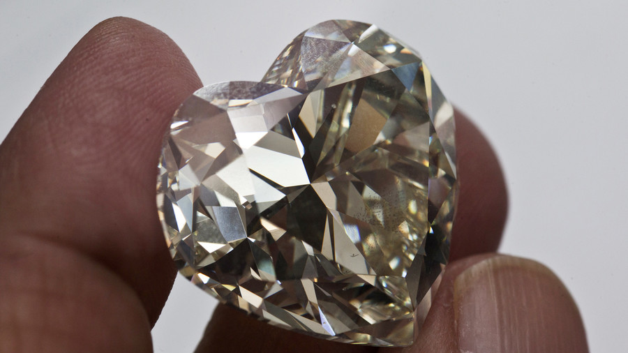 Huge diamond cache likely buried in Earth's interior