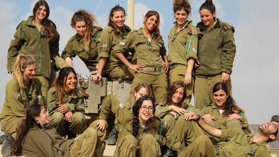 Female IDF soldiers banned from removing bras, smoking & wearing white due to religious soldiers