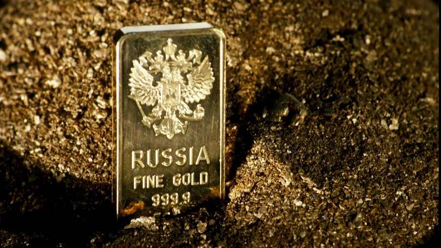 Where does Russia keep its huge gold reserves?