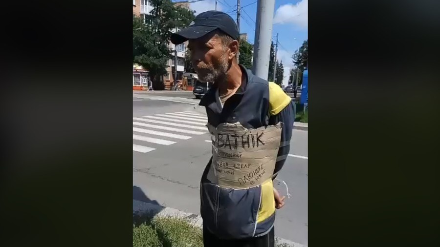Police watch as Ukrainian radicals humiliate, spit on pilloried 'pedophile & Russia-lover'