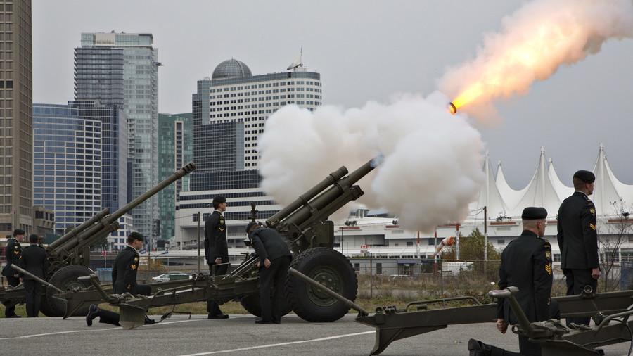 Runaway artillery gun hits taxi in Canada (PHOTOS)