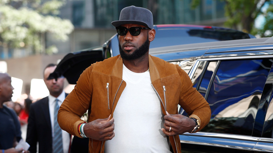 Second LeBron James mural defaced in Los Angeles (PHOTOS)