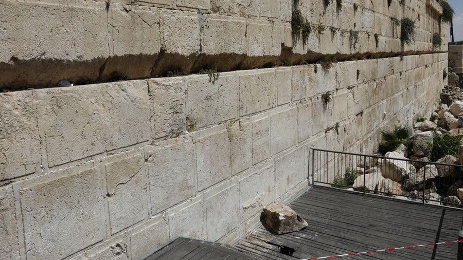 Chunk of Western Wall collapses almost killing woman