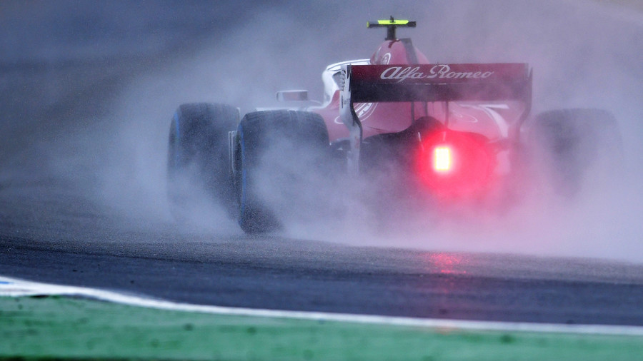 Perfect pirouette: F1 driver pulls off spectacular spin & coasts over finish line (VIDEO)