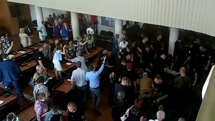50 arrested after city council session descends into fist-fight in Ukraine (VIDEOS)