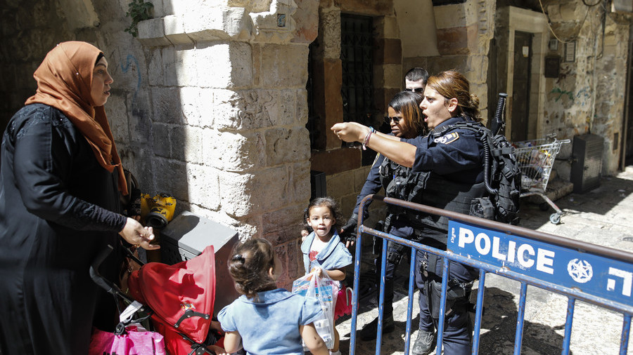 Israeli police re-open Temple Mount gates after violent clashes