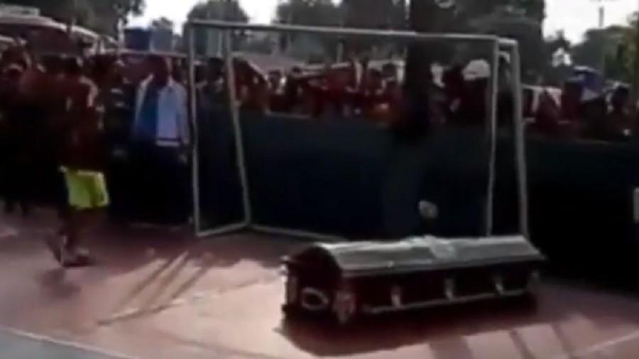 Deceased Venezuelan footballer given final send-off by grieving teammates (VIDEO)