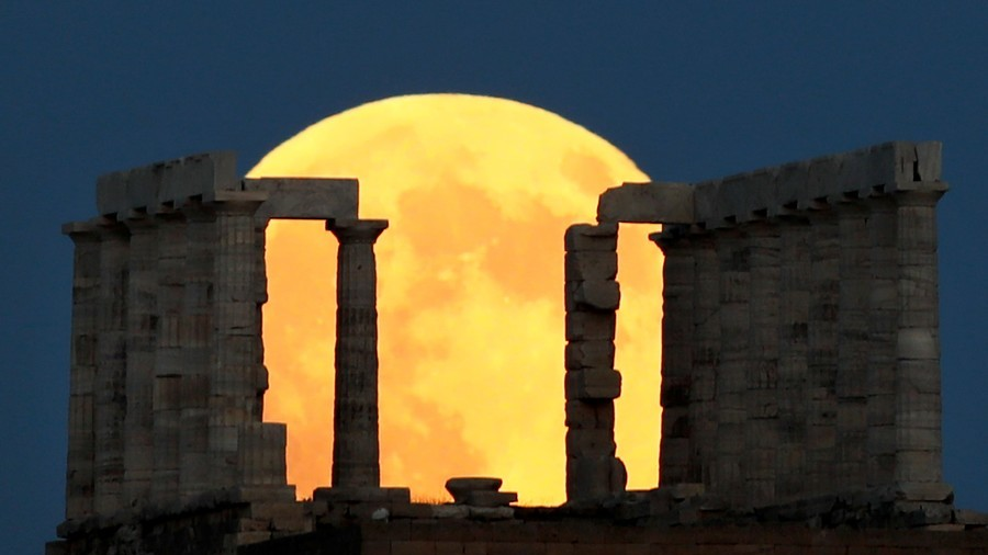 Our Favourite Photos of the 'Blood Moon' Eclipse