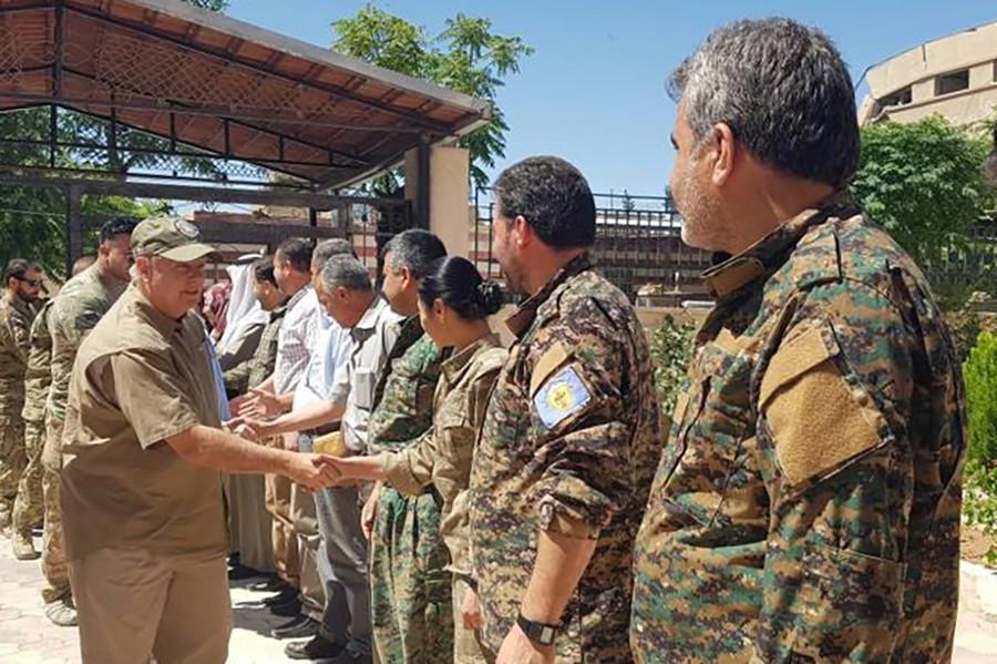 Sen. Lindsey Graham courts Kurds in Syria, contradicting both Trump & intl law