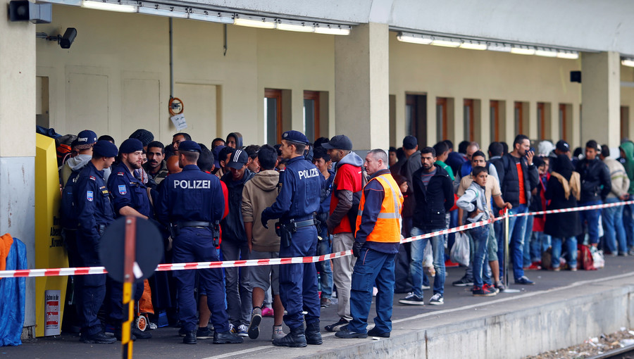 No camps, no unilateral actions: Germany's ruling coalition reaches deal on migration