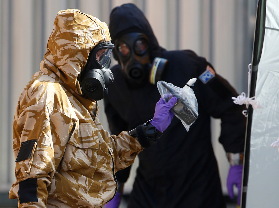 Guilty until innocent? Guardian columnist calls UK govt 'clueless' for blaming Russia for poisonings