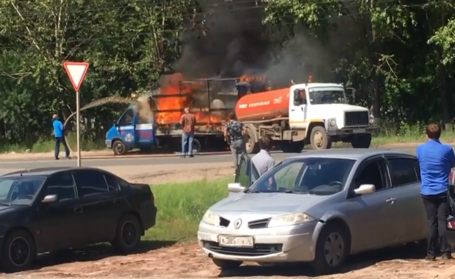 Insult to injury: Poop truck extinguishes flaming vehicle in Russia (VIDEO)