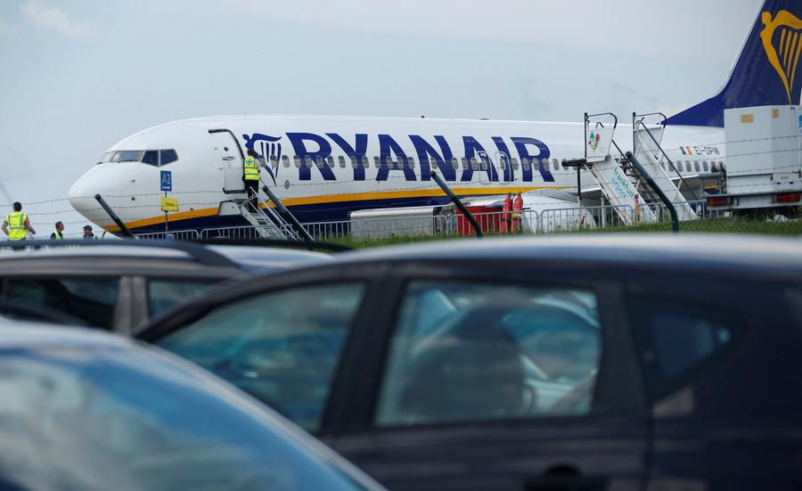 33 hospitalized after Ryanair flight plummets mid-air & makes emergency landing in Frankfurt