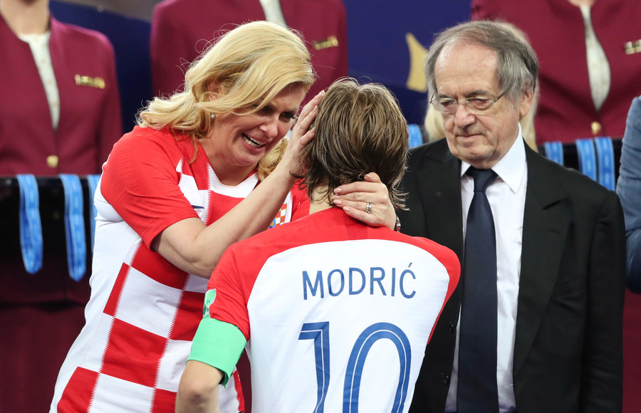 Emotional Croatian leader Grabar-Kitarovic consoles Modric after World Cup final defeat (PHOTOS)