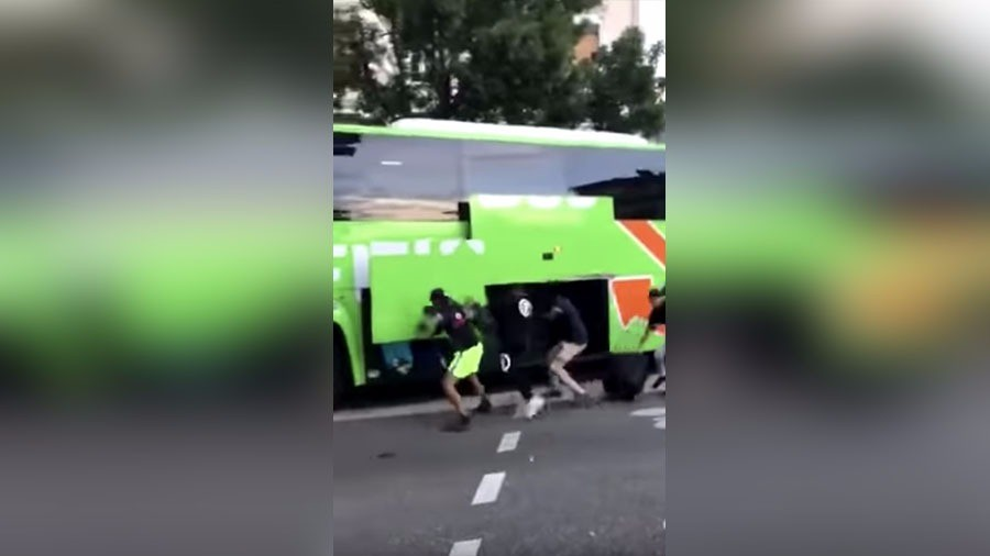 Robbery on the go: Moving bus looted during World Cup celebrations in Grenoble (VIDEO)