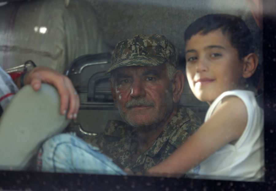 Years of suffering end as thousands of Syrians evacuated from besieged strongholds (VIDEO)