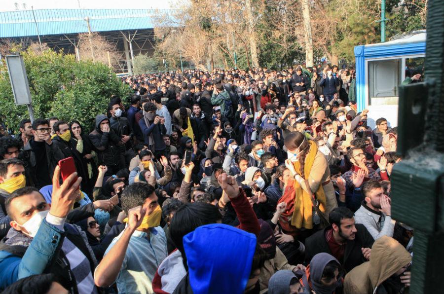 'Unstable Iran good for peace': Former Bush press secretary backs 'regime change'