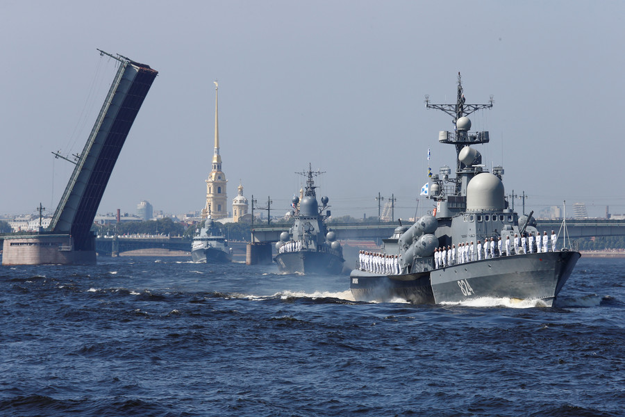 Russia marks Navy Day with grand parade in St. Petersburg & other cities (PHOTOS, VIDEO)