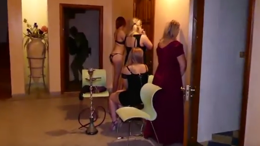 Belarus cops bust swingers party, arresting 52 for illegal orgy (VIDEO)
