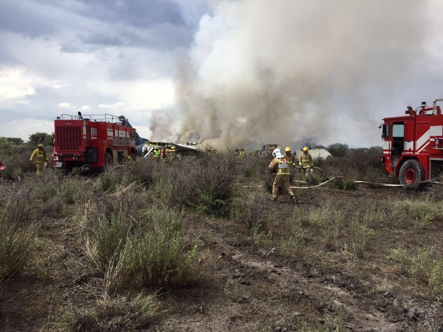 Plane with 103 on board crashes in Mexico, everyone survives