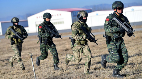 Chinese armed police and Russian national guards take part in a joint counter-terrorism drill. ©