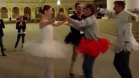 5b3ba32cdda4c868298b4581 En pointe football: Ballerina gives master class to fans outside Bolshoi Theatre (VIDEO)