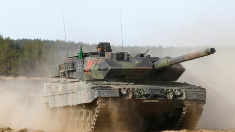 German army battle tank Leopard 2 returns after a NATO military drill in Pabrade, Lithuania. May 17, 2017 © Ints Kalnins