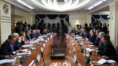 Chair of the Federation Council Committee on International Affairs Konstantin Kosachev, fourth left, and Chair of the Senate Appropriations Committee Richard Shelby during a meeting of the Russian Federation Council members and the US Congress delegation © Iliya Pitalev