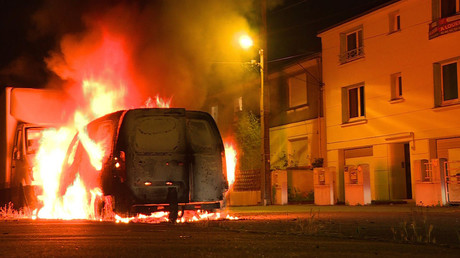 A burning vehicle on a street in Nantes early July 6, 2018 © Esther DELORD