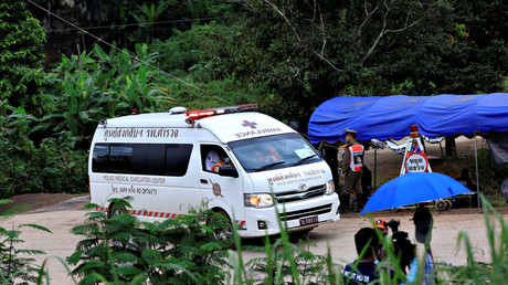 An ambulance leaves from Tham Luang cave complex in the northern province of Chiang Rai on July 10, 2018. © Soe Zeya Tun / Reuters