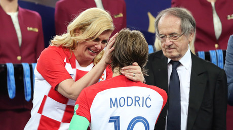 Emotional Croatian leader Grabar-Kitarovic consoles Modric after World Cup final defeat (PHOTOS)