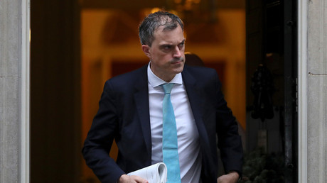 Chief Whip Julian Smith leaves 10 Downing Street, London. December 5, 2017. © Hannah Mckay