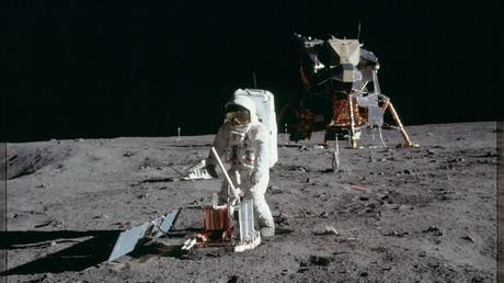 Astronaut Edwin E. Aldrin Jr., lunar module pilot, deploys a scientific research package on the surface of the moon © NASA