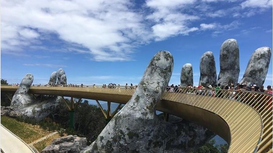 Internet in awe of Vietnam's gobsmacking 'handheld' bridge (PHOTOS, VIDEOS)