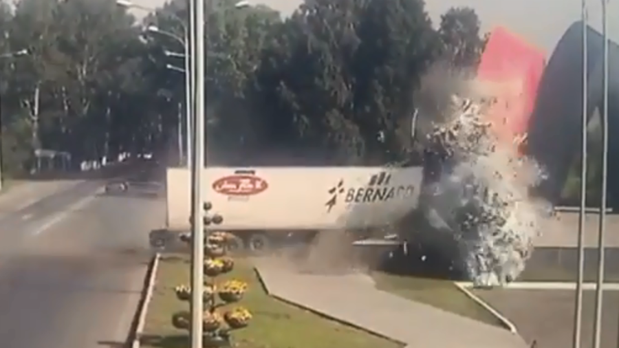 Truck smashes into monument at full speed in horrific accident (DISTURBING VIDEO)