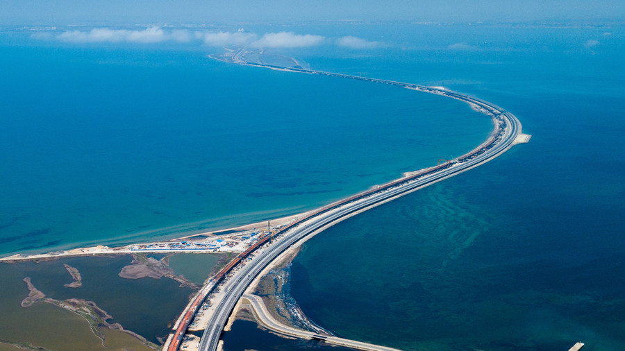 Russian bridge to Crimea sets new traffic record as tourists pour in