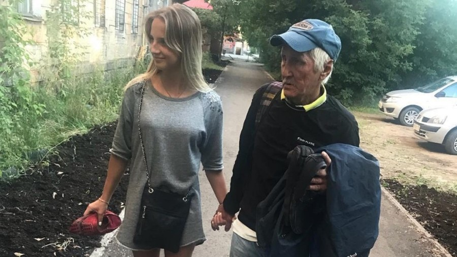 18yo Instagram girl praised for sheltering homeless man in Siberia (PHOTOS)