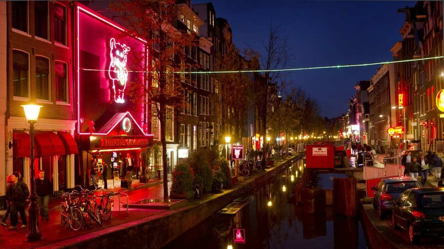 Too much sex & drugs? Amsterdam to crack down on red light district crowds