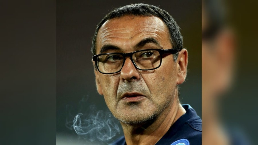 New Chelsea boss Sarri gets around smoking ban on Premiership debut... by chewing cigarettes!