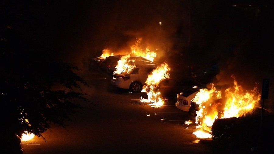 Swedish PM 'pissed off' as masked youths set scores of cars on fire across country (PHOTOS, VIDEO)