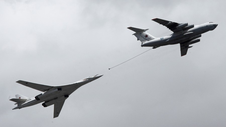 Russian heavy bomber Tu-160 executes mid-air refueling before landing in Arctic (VIDEO)