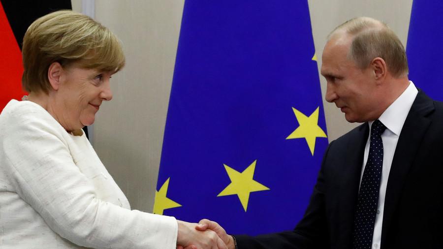 Putin & Merkel meet to discuss Nord Stream 2 pipeline outside Berlin (VIDEO)