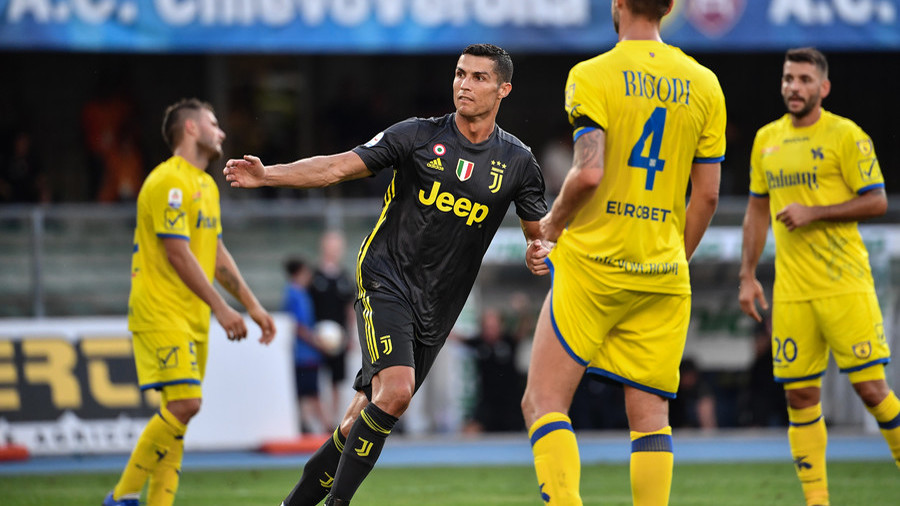 Champions Juventus leave it late but win as Ronaldo fails to find net on debut