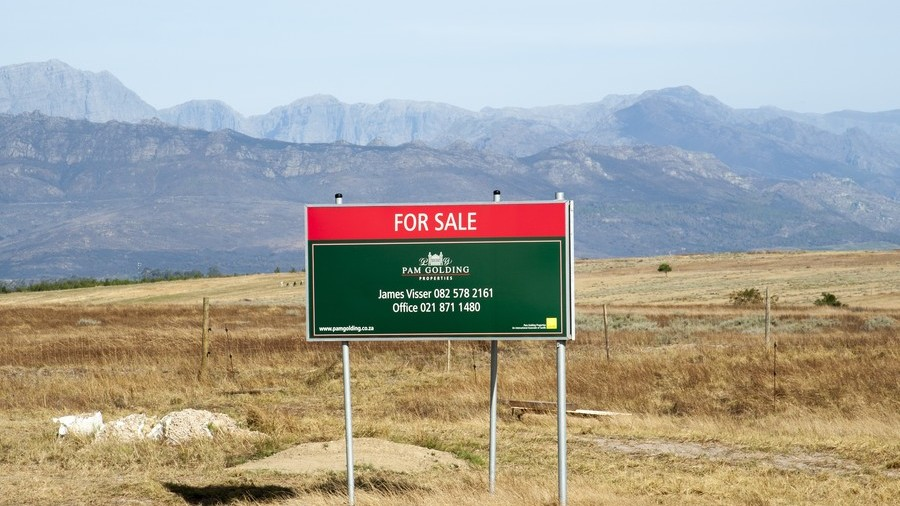 'Panicking' white farmers putting land up for sale in South Africa – report