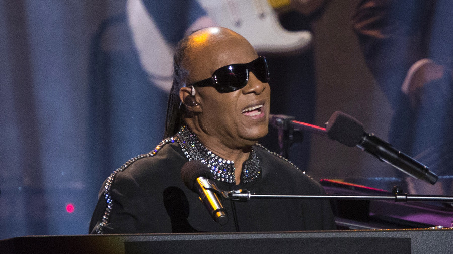 Global warming deniers partly responsible for Aretha Franklin's cancer, says Stevie Wonder (VIDEO)