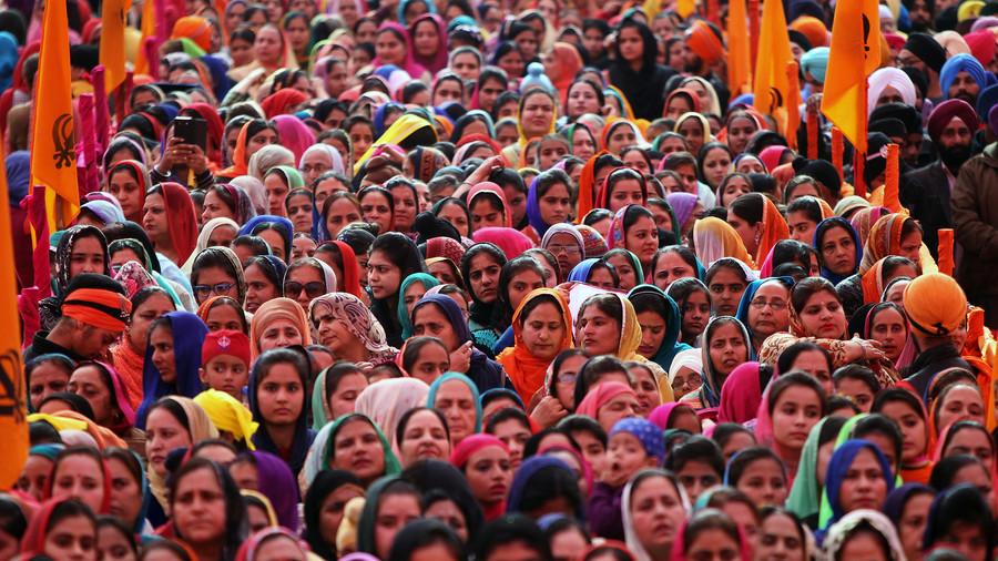 Self-proclaimed Indian healer arrested over 'kissing cure'