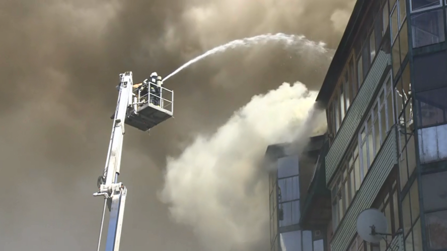 Huge fire breaks out in residential building in Moscow suburbs (PHOTOS, VIDEOS)
