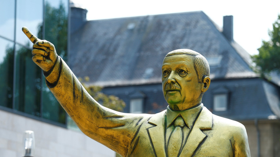 German city removes gold Erdoğan statue after violent clashes