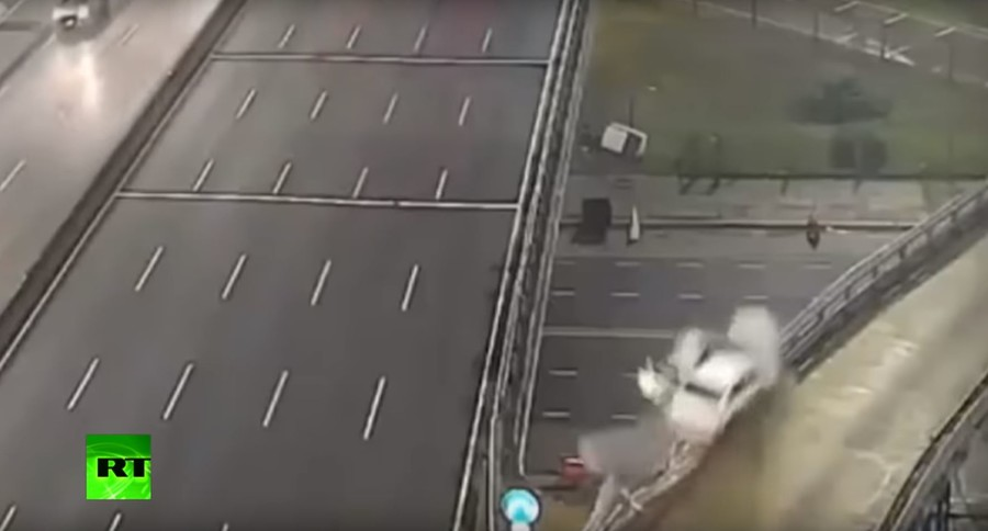 Teenager hurtles off overpass at 170kph in horror crash – and survives (VIDEO)